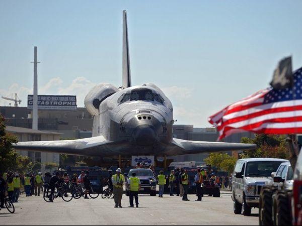 Ônibus espacial Endeavour é transportado para museu nos EUA