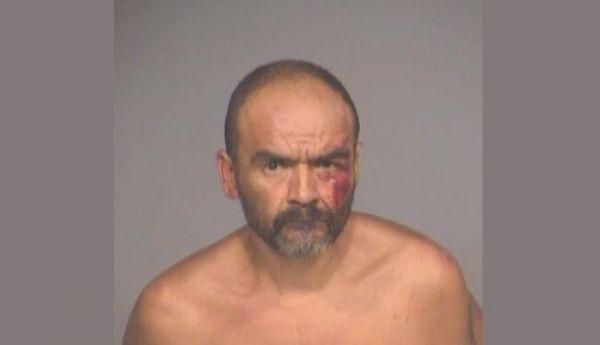 Americano briga com placa de trânsito e vai parar na cadeia