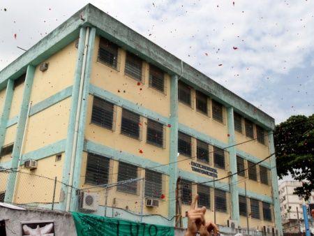 Diretor de escola palco de tragédia em Realengo anuncia aposentadoria