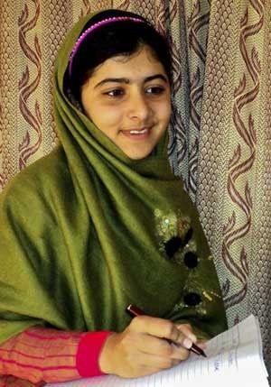 Menina paquistanesa ferida por talibãs é levada para o Reino Unido