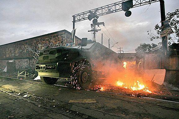 Operação no Rio: Traficantes usavam linha férrea para queimar rivais