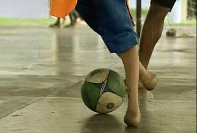 Barcelona convida craque sem pé para ir à Europa conhecer Messi