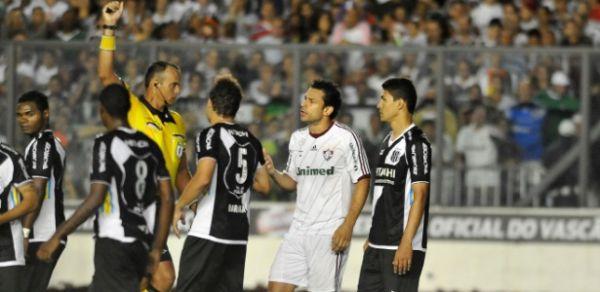 Juiz admite erros e pede para não apitar mais jogos do Fluminense