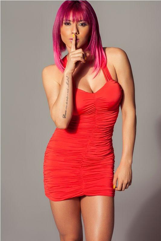 Ex-BBB Priscila Pires  põe Thais Bianca como modelo de sua grife