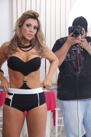 Fabiana Teixeira abusa da sensualidade em ensaio fotográfico