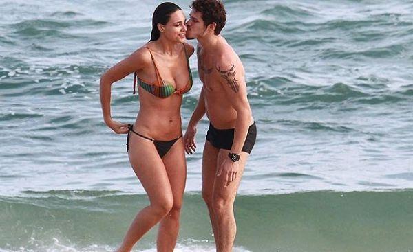 Débora Nascimento e José Loreto passam vergonha em festa