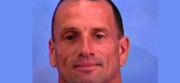 Ladrão de bancos liga para a polícia e diz estar cansado da vida de crimes