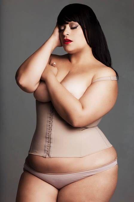 Miss Plus Size Carioca posa nua: