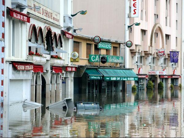 Chuvas causam inundação em santuários de Lourdes, na França