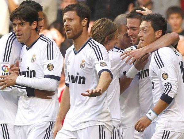 Kaká começa como titular, sai no intervalo, e Real sofre para vencer