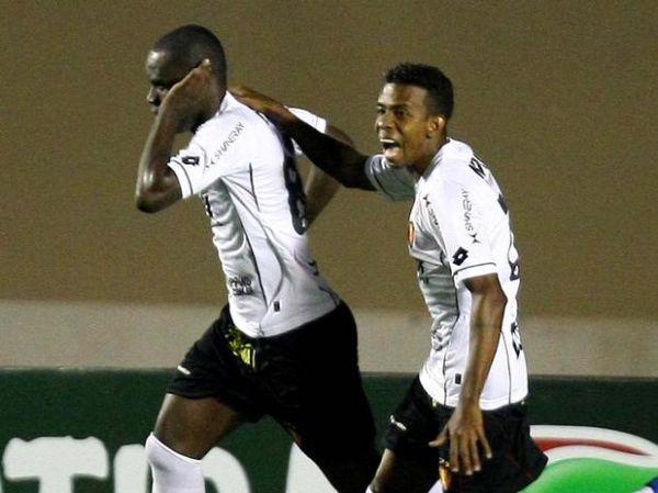 Goleiro pega pênalti, Sport vence e afunda lanterna Atlético-GO