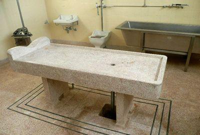 Australiano decide transformar necrotério desativado em motel
