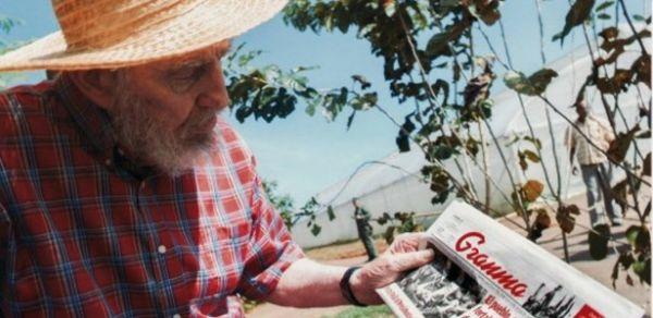 Fidel Castro desmente rumores de morte e posa para foto