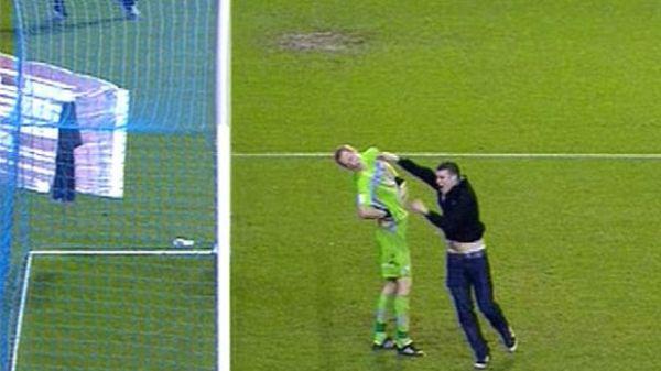 Torcedor do Leeds pega quatro  meses de prisão após agredir goleiro