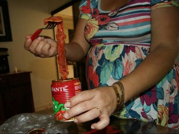 Empresária diz ter achado camisinha em extrato de tomate