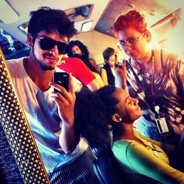 Rodrigo Simas posta foto dos bastidores de Malhação na rede