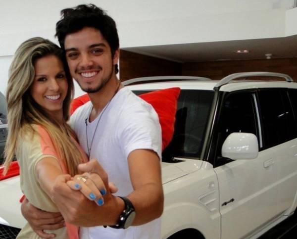 Rodrigo Simas e Raquel Guarini recebem prêmio do quadro Dança dos Famosos