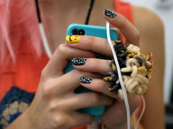 Vício em smartphones aumenta entre estudantes, diz pesquisa
