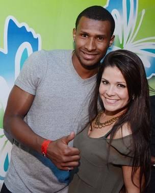 Samara Felippo nega gravidez, mas mãe confirma: