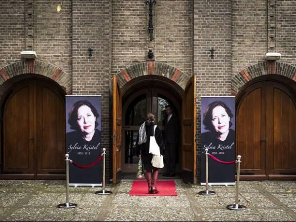 Sylvia Kristel, a Emmanuelle, é enterrada na Holanda