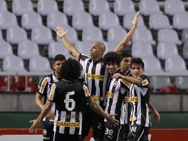 Botafogo bate Atlético-GO em jogo com gol, lesão e choro