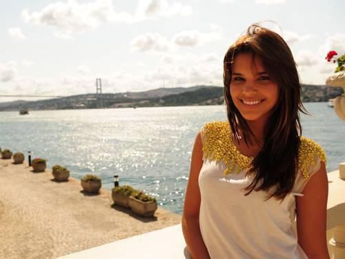 Mariana Rios diz que sua mãe também é ?jovem, linda e bem magrinha?