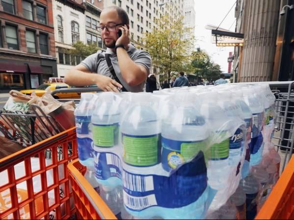 Sandy volta a ter força de furacão e ameaça os Estados Unidos