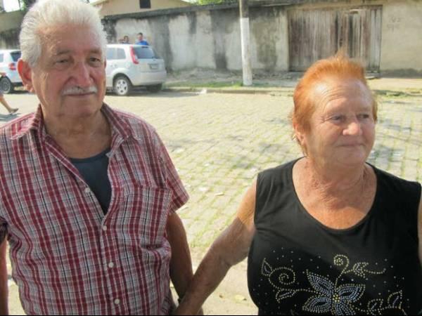 Casados há 55 anos, casal vota junto desde 1969 em Guarujá, SP