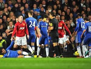 Com um gol irregular e dois a mais em campo, United derrota o Chelsea