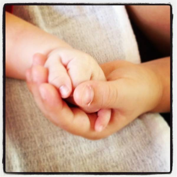Davi encanta a mãezona, Claudia Leitte, e segura mãozinha do caçula, Rafael