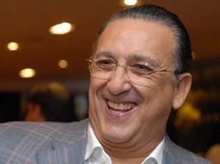 Galvão Bueno é internado com infecção intestinal