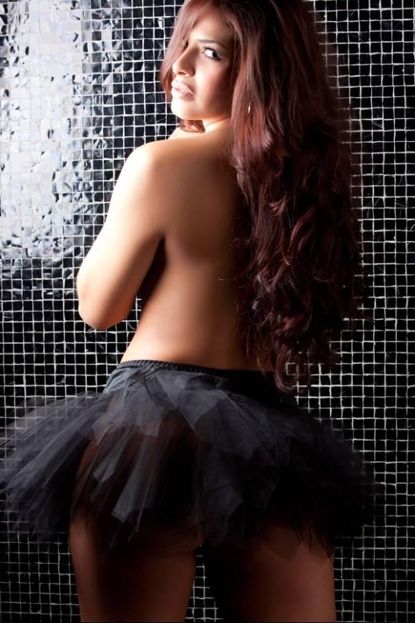 Candidata ao Miss Bumbum fotografa de lingerie em ensaio