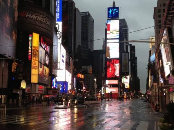Furacão Sandy fica mais forte e centenas de milhares de pessoas deixam casas em Nova York