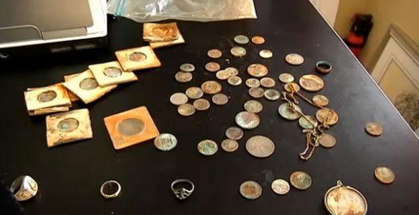 Casal encontra joias e moedas do século 19 em reforma de hotel