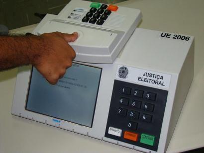 Sete milhões de eleitores votarão com sistema biométrico no Brasil
