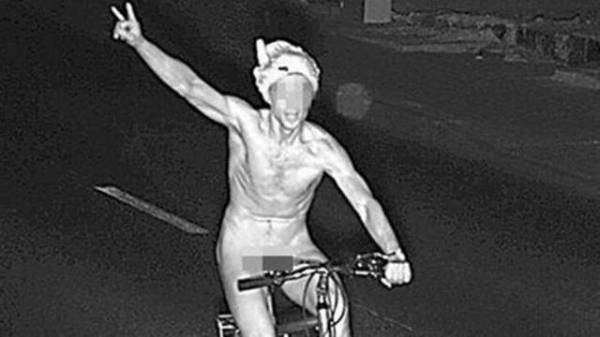 Ciclista peladão coloca cueca na cabeça, faz graça para radar eletrônico e ganha multa