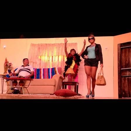 Ex-BBB Fabiana estreia como atriz no teatro em SP; Fotos