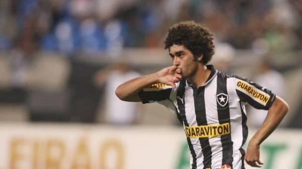 Lesão de Seedorf é séria, e meia está fora de jogo com o Palmeiras
