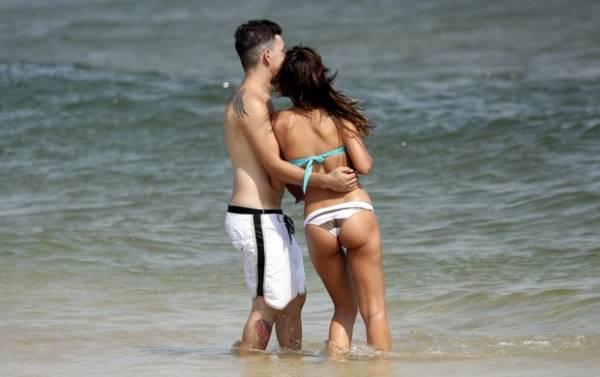 Mariana Rios curte praia com o namorado Di Ferrero