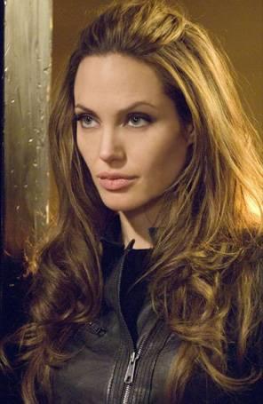 Revista diz que Angelina Jolie não toma banho