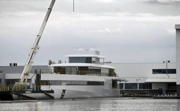 Iate encomendado por Steve Jobs é inaugurado; veja fotos e vídeo