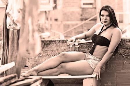 Juliane Almeida se despede das fotos e diz que não quer mais expor seu corpo