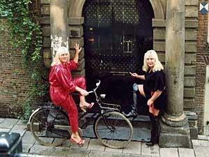 Prostitutas mais velhas de Amsterdã contam segredos em livro