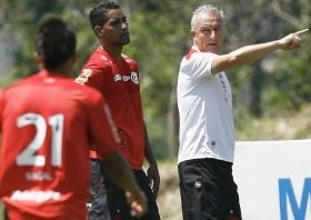 Dorival descarta rebaixamento e fala em Libertadores