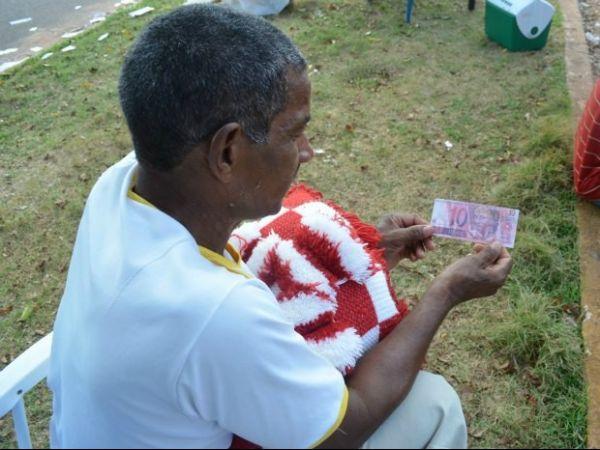 Candidatos de Cacoal, RO, fazem santinho com nota falsa de R$ 10