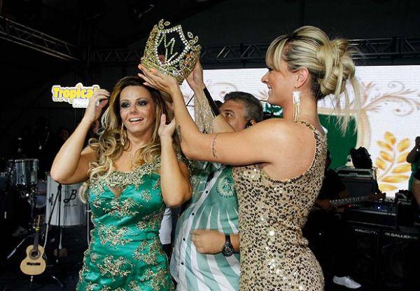 Em encontro de musas, Juju Salimeni coroa Vivi Araújo na Mancha Verde