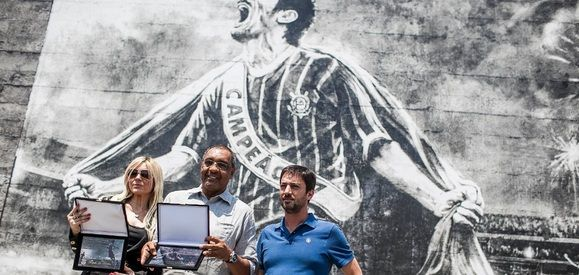 Basílio ganha gravura em muro do Corinthians e dá recado a Sheik: