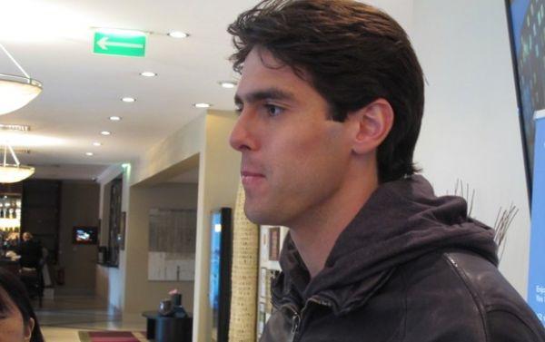 Ídolo da nova geração, Kaká volta confiante e cauteloso: