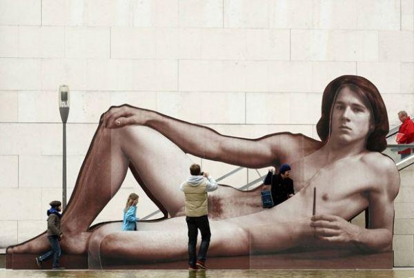 Anúncio de mostra em museu de Viena chama atenção com nu gigante