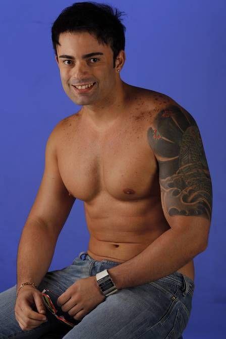 Irmão de Mulher Melancia, Hugo Soares posa sexy e se prepara para estrear em clipe